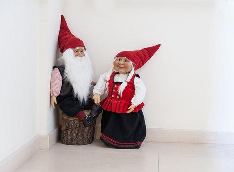 Decorating gnomes